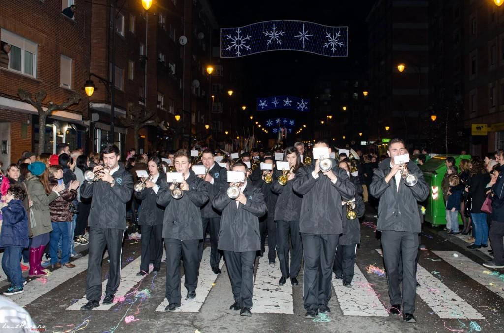 La Agrupación Musical Santo Cristo de la Bienaventuranza, participa en la Cabalgata de Reyes de Gijón, como viene siendo habitual en estos últimos años.